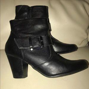 Nine West Woman's Black Zipper Boots Booties 8.5